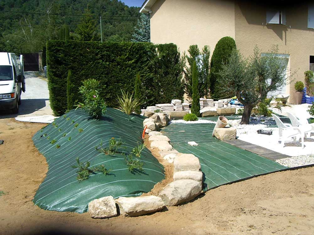 Amenagement piscine - Creation d un parterre avec galets ...