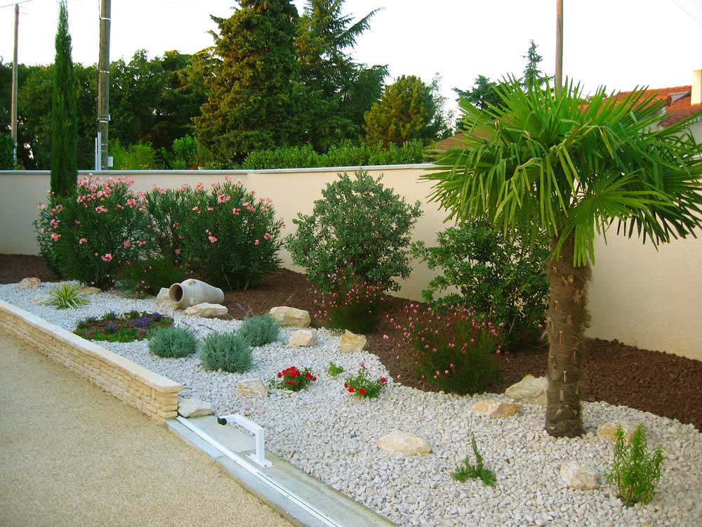 Am nagement paysager marg s dr me de plantation et for Exemple de decoration de jardin